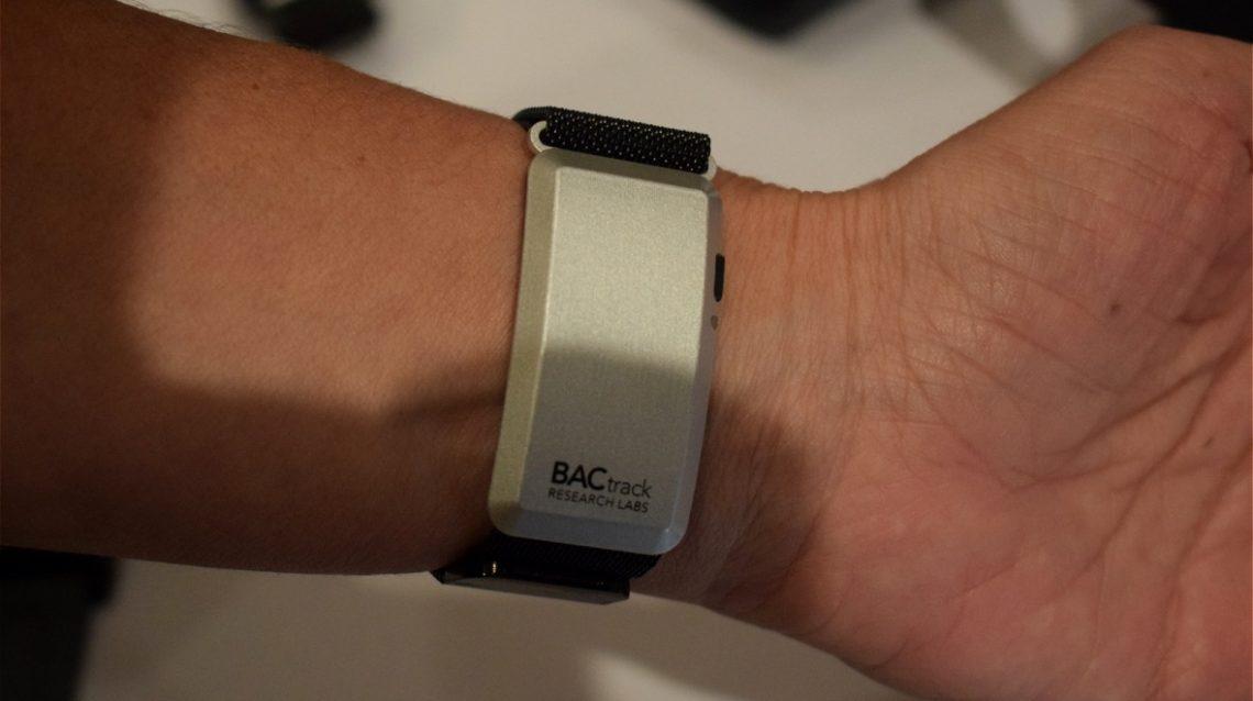bactrack skyn le wearable qui surveille votre taux d alcool. Black Bedroom Furniture Sets. Home Design Ideas