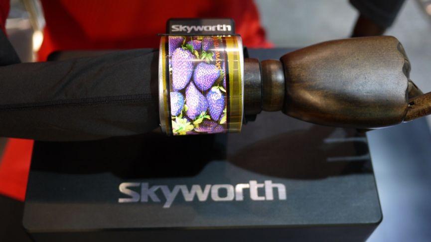 Skyworth dévoile une smartwatch AMOLED flexible et incurvée