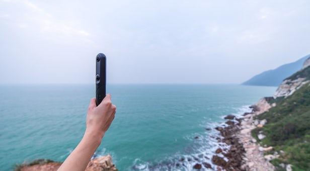 QooCam prend des photos à 360 degrés et en 3D
