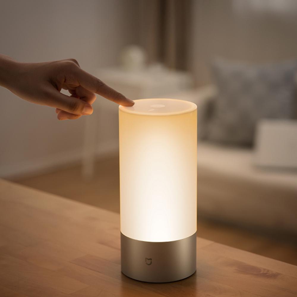 5 lampes connectées Xiaomi la lampede chevet Mi Yeelight
