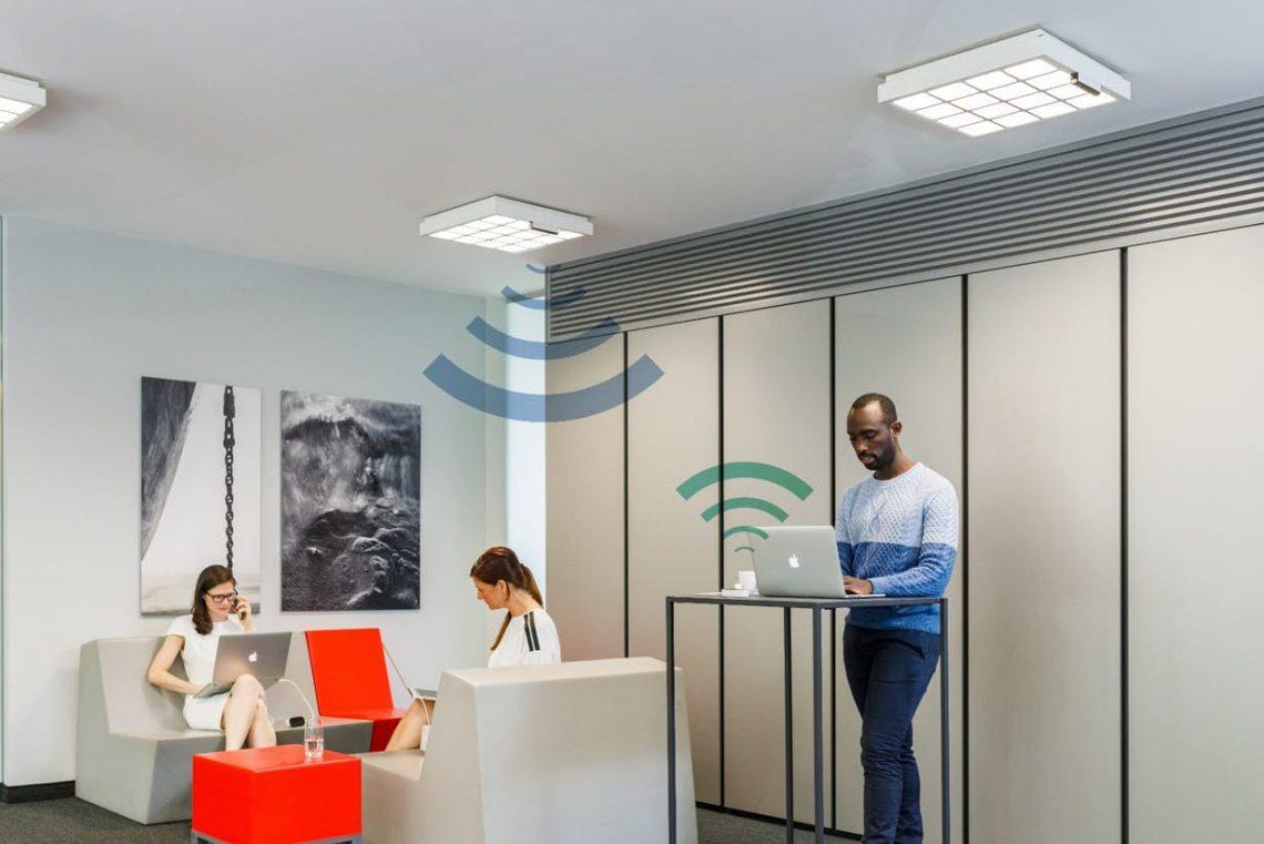 Signify utilise des lampes de bureau pour le transfert de données sans fil à 250 Mbps 1