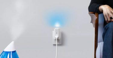 Awair Glow C combine à la fois une prise intelligente, un capteur d'air et une veilleuse