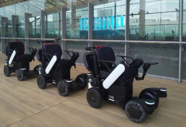 Panasonic teste des robots de suivi autonomes à la gare de Tokyo