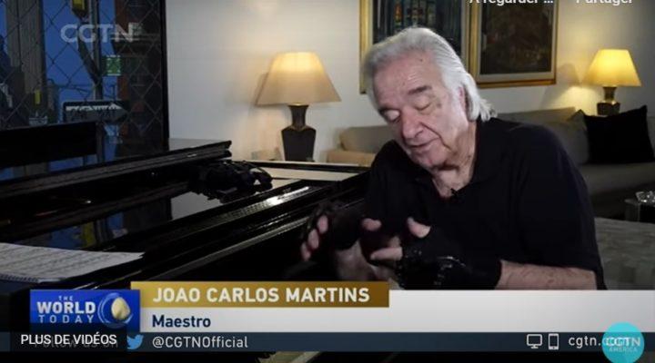 Grâce à des gants bioniques un pianiste blessé peut à nouveau jouer du piano