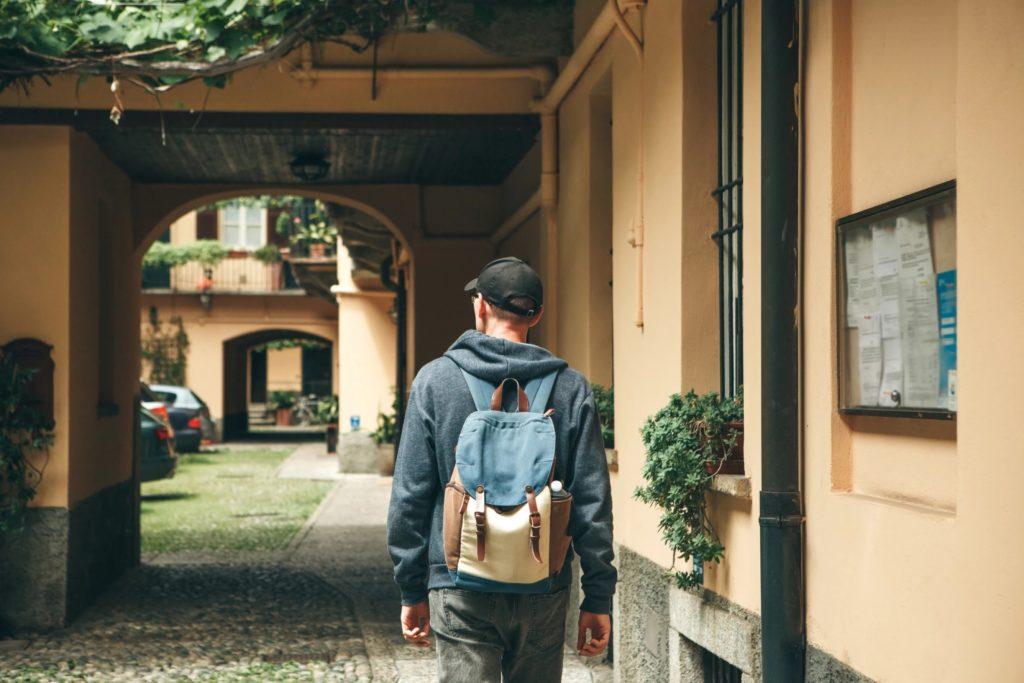 Un sac à dos intelligent pour malvoyants les aide à se déplacer