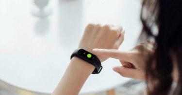 Le tracker de fitness Hey + de Xiaomi offre un affichage plus grand que le Mi Band 3