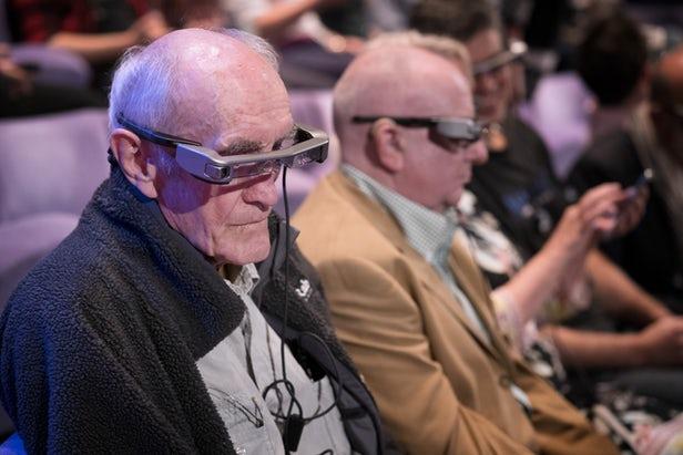 Le National Theatre propose désormais des smartglasses pour les malentendants