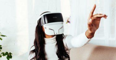 Feelreal - Le masque VR multi-sensoriel qui vous permet de sentir les roses virtuelles