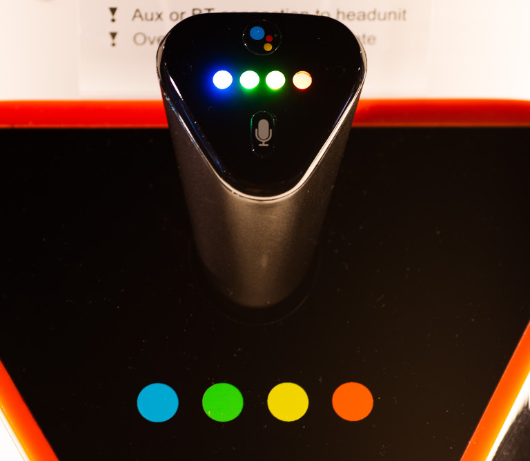 JBL Link Drive – Un appareil Google Assistant qui s'intègre à n'importe quelle voiture