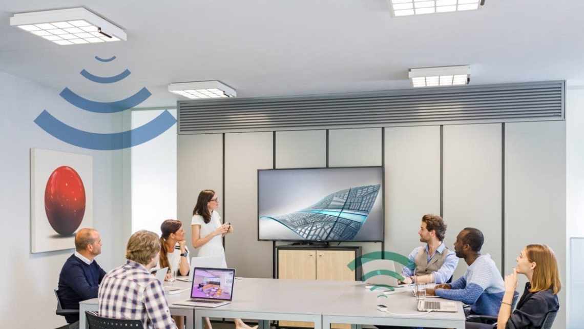 Signify utilise des lampes de bureau pour le transfert de données sans fil à 250 Mbps