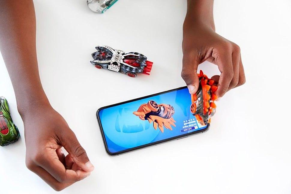 Hot Wheels id - Un kit de pistes intelligentes avec voitures NFC dans les magasins Apple