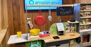 KidKraft dévoile une cuisinière fonctionnant avec Alexa et qui raconte des blagues