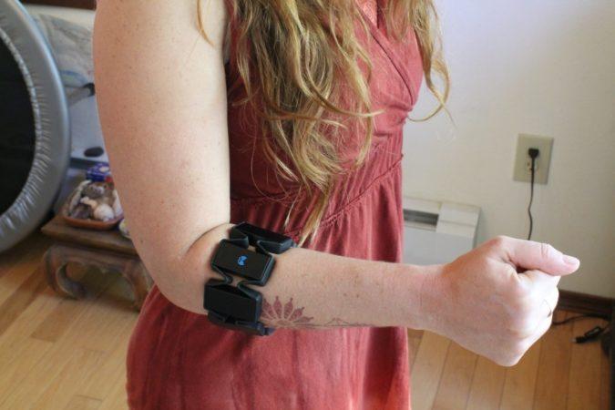 MYO – Un brassard de contrôle des gestes assez étonnant