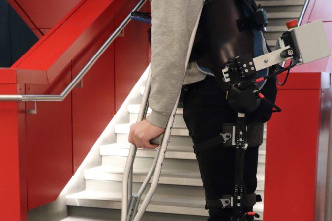 Les exosquelettes robotisés plus simple à utiliser grâce à l'IA 1