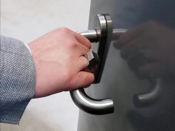 Une bague RFID intelligente pourrait remplacer les cartes, l'argent liquide, les clés, 1