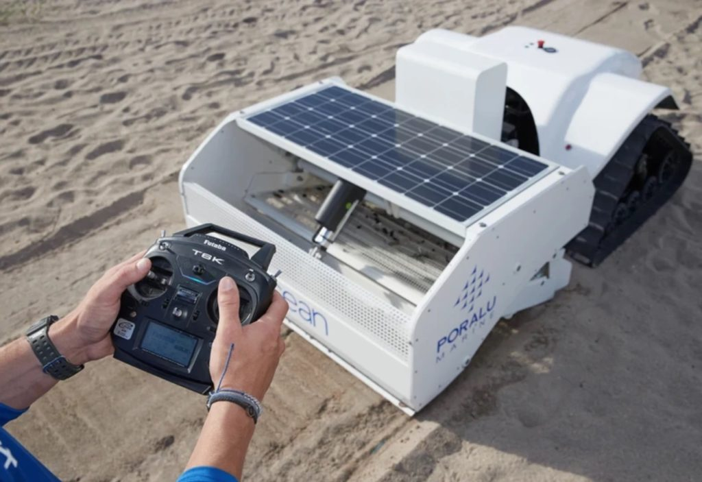 BeBot nettoie la plage pour ramasser les petits déchets 1