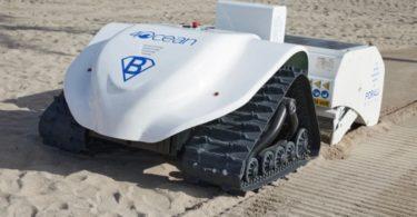 BeBot nettoie la plage pour ramasser les petits déchets